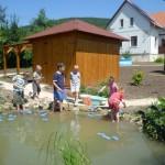 Játék a kerti tónál