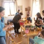 Ebéd előtt még nemezelésre és fülbevaló, illetve karkötő készítésére is volt lehetőség