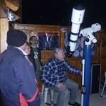 Méhész tanfolyamunk résztvevői este kipróbálták a Gaia csillagda távcsövét