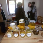 Megkóstoltuk a résztvevők különféle mézeit