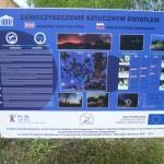 Tájékoztatótábla a fényszennyezésről és a csillagoségbolt-parkokról