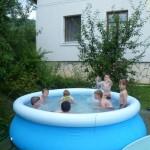 Hűsölés a kis medencében